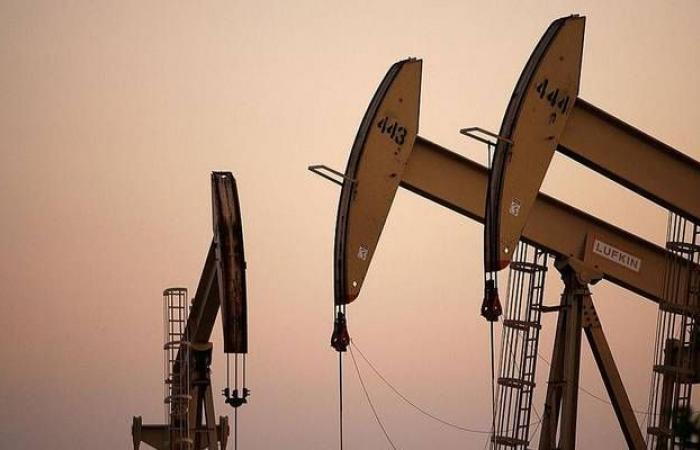 محدث.. النفط يرتفع عند التسوية مع التفاؤل بشأن الصفقة التجارية