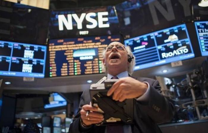 """""""جي.بي.مورجان"""" يوصي بشراء الأسهم والابتعاد عن الذهب في 2020"""