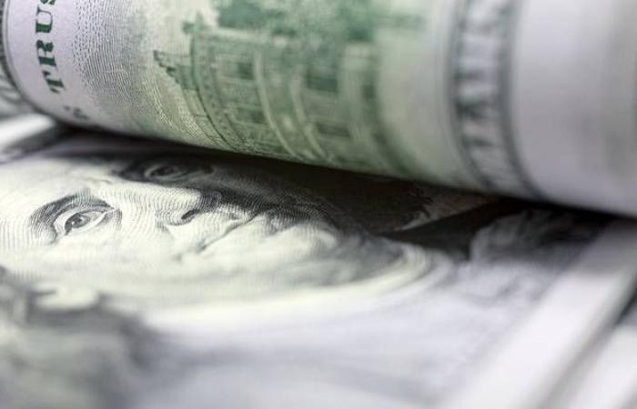 محدث.. الدولار يواصل استقراره عالمياً بعد بيانات التضخم