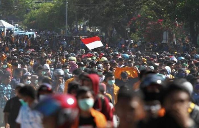 آلاف العمال في إندونيسيا يتظاهرون اعتراضاً على تعديلات قانون العمل