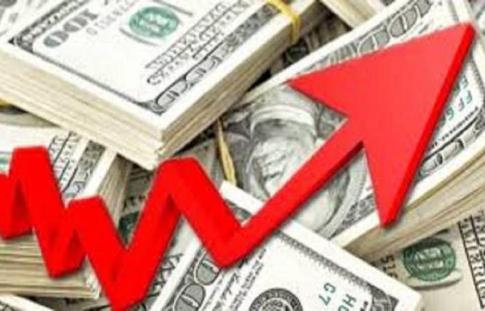محدث.. الدولار يوسع مكاسبه عالمياً لأعلى مستوى في 5 أشهر