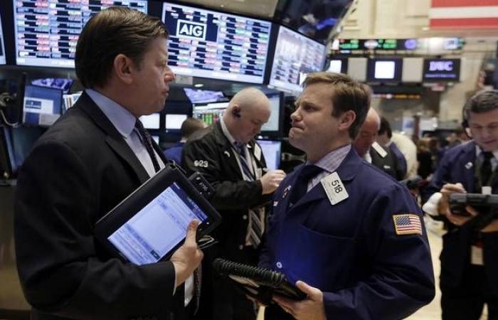"""صدمة """"آبل"""" تثير مخاوف الأسواق العالمية اليوم"""
