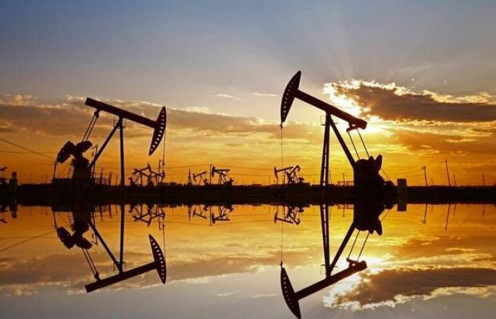 النفط يتراجع 1% مع مخاوف بشأن الطلب على الخام