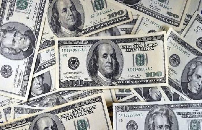 الدولار يتراجع عالمياً مع ترقب بيانات إعانة البطالة الأمريكية