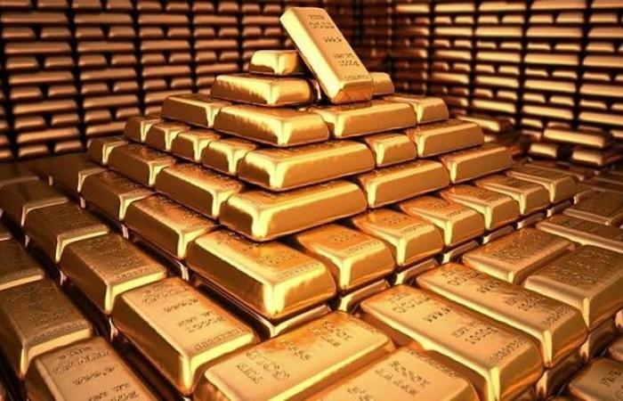 أسعار الذهب تتراجع عالمياً مع ترقب بيانات اقتصادية