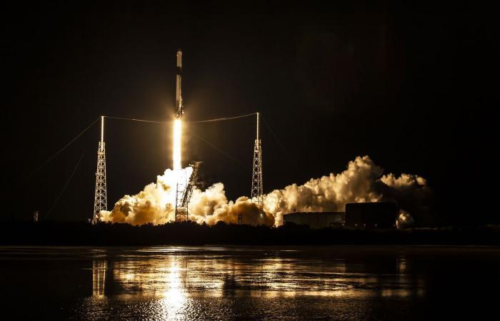 شركة الفضاء سبيس إكس تصنع مطهرات لليدين وواقيات للوجه