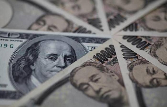 محدث.. الدولار يتحول للهبوط عالمياً بعد بيانات اقتصادية