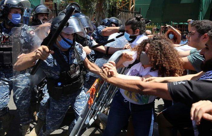 """اللبنانيون يستأنفون الاحتجاجات.. ويطالبون بانتخابات مبكرة ونزع سلاح """"حزب الله"""""""