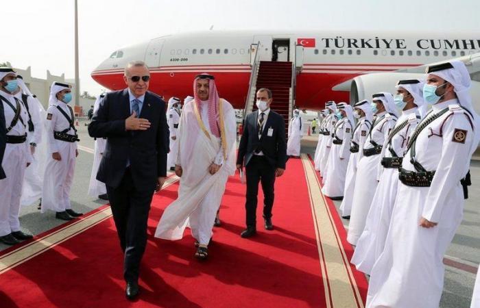 """""""جاء لتحصيل الجباية"""".. موقع تركي يكشف كواليس زيارة """"أردوغان"""" الخاطفة لقطر"""