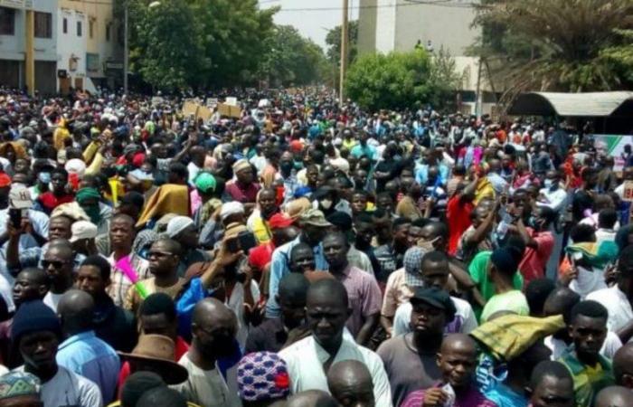 فوضى في مالي.. محتجون يقتحمون التليفزيونمطالبين باستقالة الرئيس