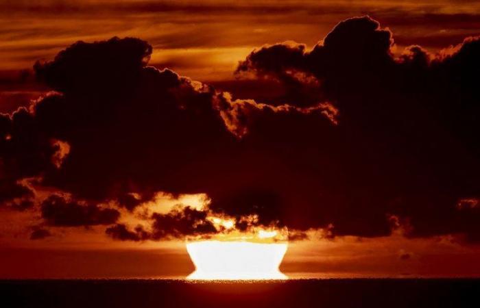 """الأسبوع في 7 صور .. كوارث طبيعية تضرب دولاً.. وشواطئ أمريكية ممتلئة رغم ضربات """"كورونا"""" المتتالية"""