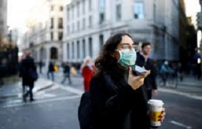 بريطانيا تفرض ارتداء الكمامة في أماكن التسوق