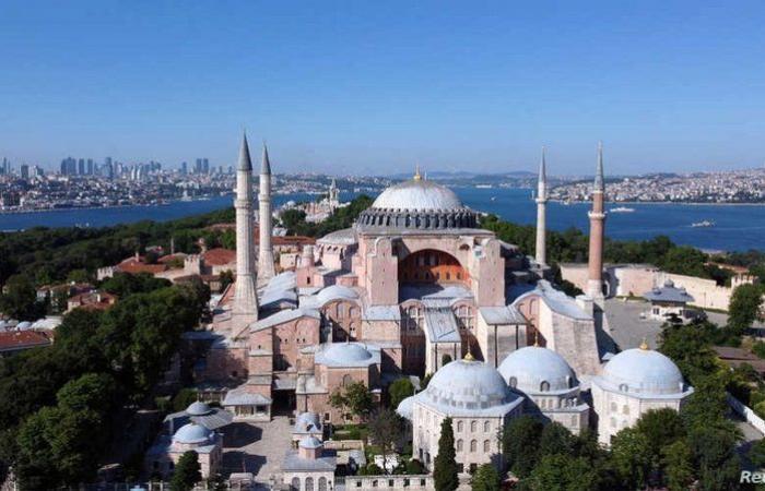 """""""آيا صوفيا"""" من متحف إلى مسجد.. جدل وانقسام.. ماذا أراد """"أردوغان"""" من وراء القرار؟"""