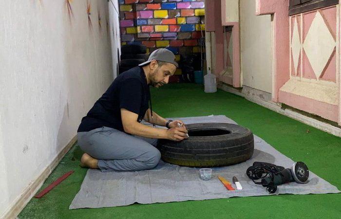 إطارات السيارات تحولت لأحواض زراعية.. شاهد ما فعله معلم في مكة بمنزله
