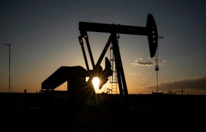 تعاملات الاثنين.. أسعار النفط تتراجع ومزيج برنت 43.38 دولارًا