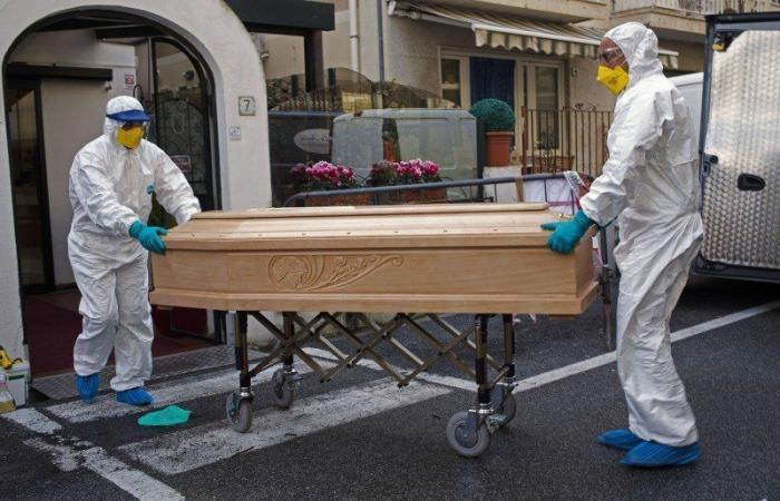 """217 حالة.. وفيات """"كورونا"""" تتراجع في بريطانيا إلى أدنى معدل أسبوعي"""