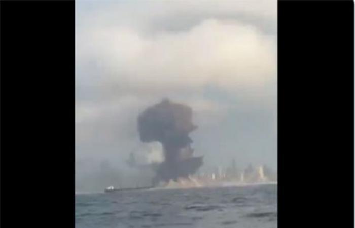 بالفيديو : لحظة الانفجار في مرفأ بيروت ..  كسر كل الزجاج من قوته