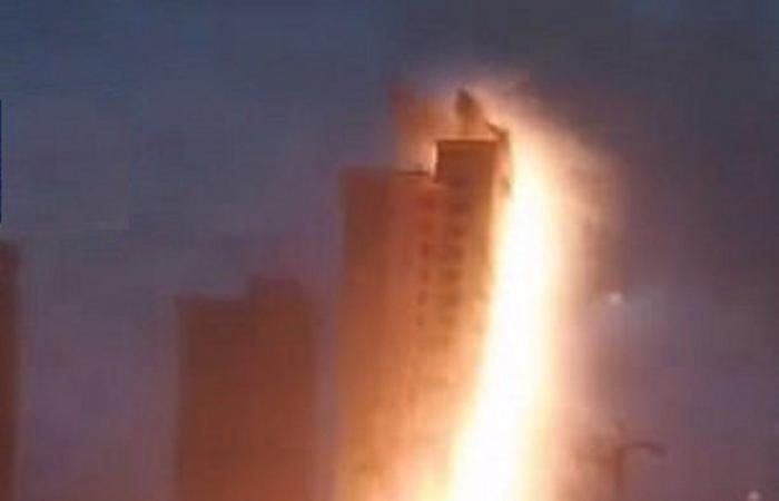 فيديو كرة النار العملاقة فوق مدينة صينية .. صاعقة أم انفجار؟