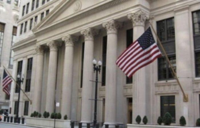 """""""الخزانة الأمريكية"""" تعتزم اقتراض 947 مليار دولار في الربع الثالث من العام"""