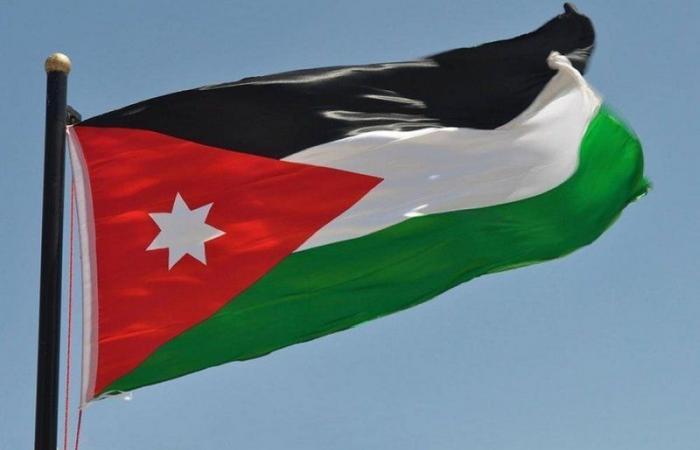 لأجل بيروت.. الديوان الملكي الأردني ينكِّس علَم ساريته