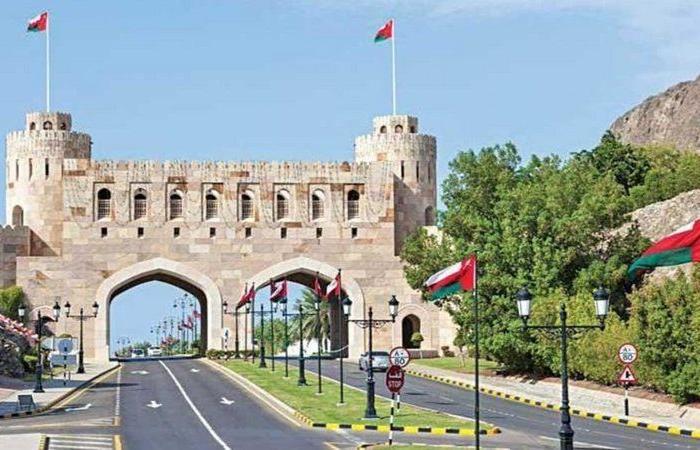 """سلطنة عمان ترفع قيود التنقل بسبب """"كورونا"""" وتقلص حظر التجول"""