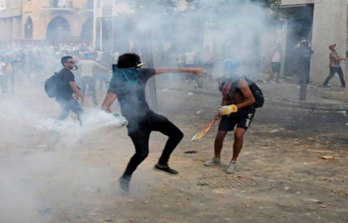 اندلاع حريق قرب البرلمان اللبناني.. والشرطة تفرق المتظاهرين