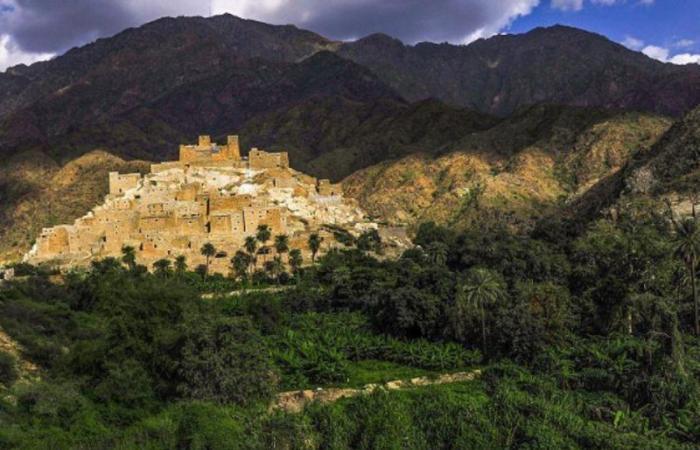 """بالصور.. قرية """"الكادي والمداميك والموز"""" كنز سياحي خفي في السعودية.. تعرّفوا عليه"""