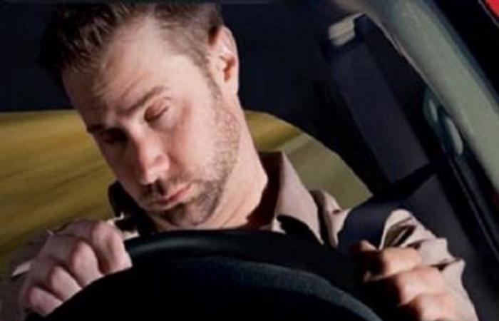 """""""أمن الطرق"""": 4 نصائح لتفادي النوم أثناء القيادة.. تعرّف عليها"""