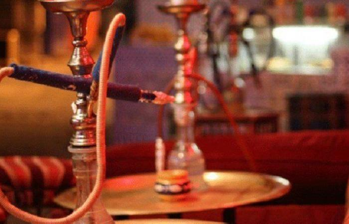 """مصادر """"سبق"""": السماح بفتح المقاهي لتقديم الشيشة بعد تطبيقها البروتوكولات الصحية"""