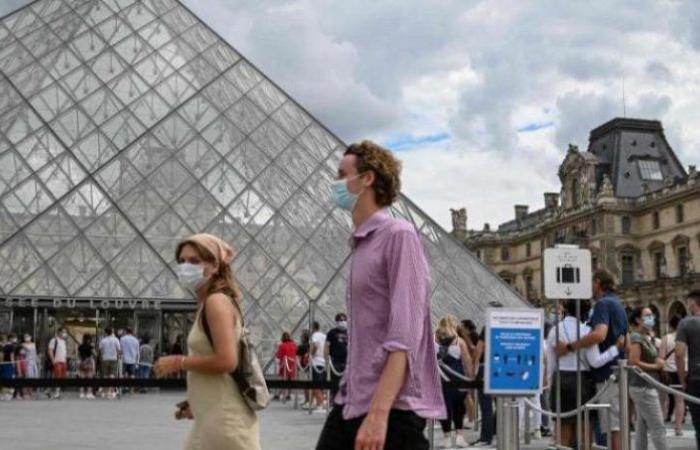 """زيادة قياسية.. """"كورونا"""" ينشر عدواه بين 13.498 فرنسياً جديداً"""
