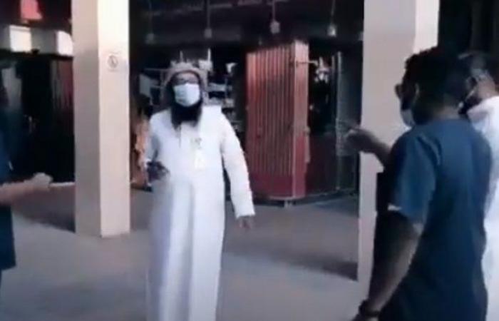مراقبو أمانة الرياض يدهمون منشآت مخالفة ويغلقونها