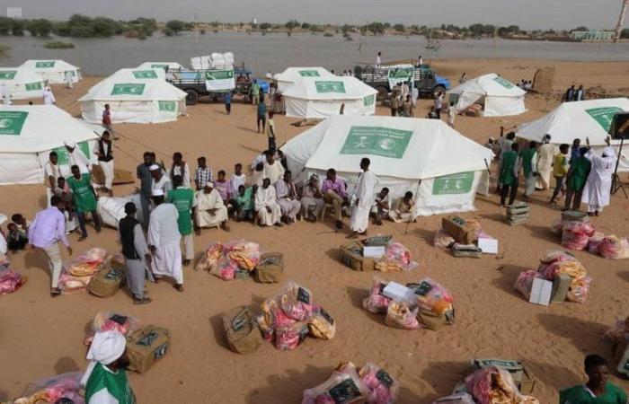"""""""إغاثي"""" الملك يوزع 558 خيمة للمتضررين من سيول وفيضانات السودان"""