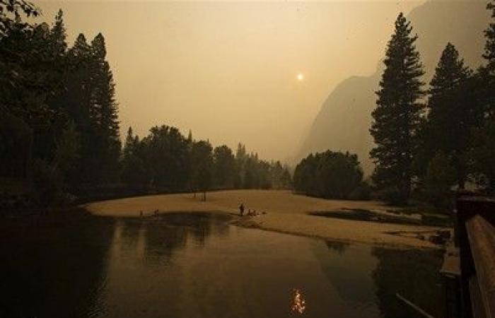 """الأسبوع في 9 صور .. """"قارب الموت"""" وحرائق الغابات تخطفان المشهد"""