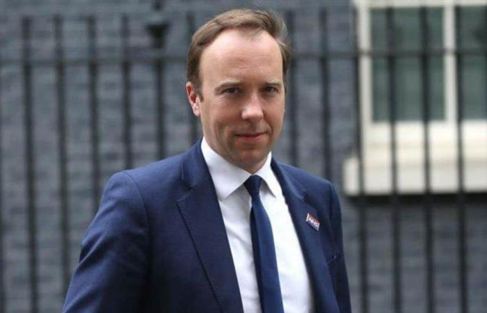 وزير الصحة البريطاني يؤكّد: نسير باتجاه خاطئ في مكافحة جائحة كورونا