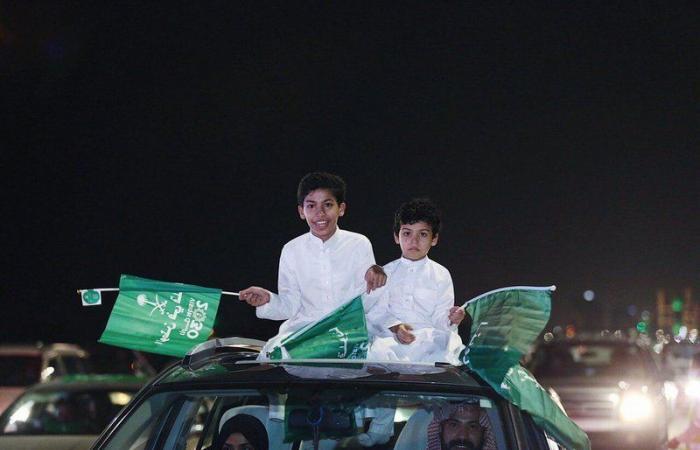 """بالصور .. """"تحيا السعودية"""" تزين احتفالات المنطقة الشرقية باليوم الوطني"""