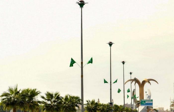 """""""الشؤون البلدية"""": أكثر من 300 ألف علم تزين شوارع مناطق المملكة احتفالاً باليوم الوطني الـ90"""