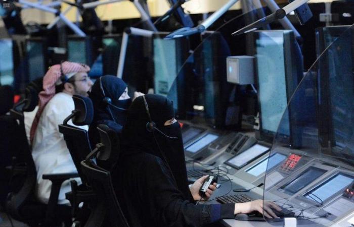 700 مراقب جوي سعودي يديرون حركة الطيران فوق السعودية