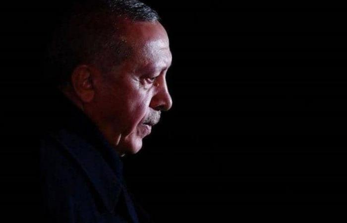 """أصبح يقتات على إشعالها.. هل تطيل الأزمات الخارجية بقاء """"أردوغان"""" في الحكم؟"""