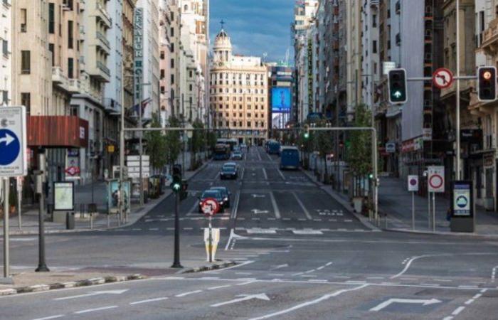 موجة ثانية حادة.. إسبانيا تفرض حالة طوارئ جديدة للحد من كورونا