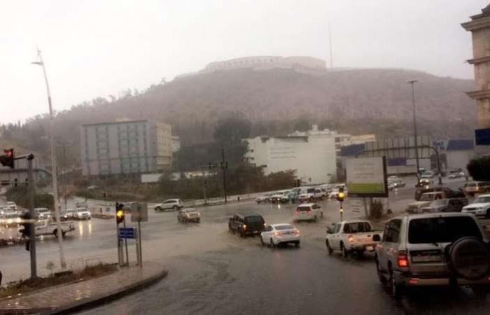 """الباحة.. أمطار ورياح وتدني رؤية و""""المدني"""" تحذّر: اتبعوا الإرشادات"""