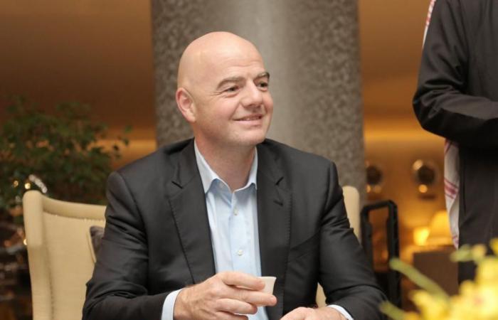 المسحل يعقد اجتماعًا مرئيًا مع رئيس الاتحاد الدولي جياني إنفانتينو