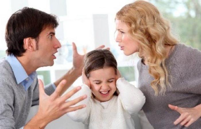 """بوابة الطلاق السحرية وضياع الأبناء.. """"الخرس الأسري"""".. ناقوس خطر وعلاج"""
