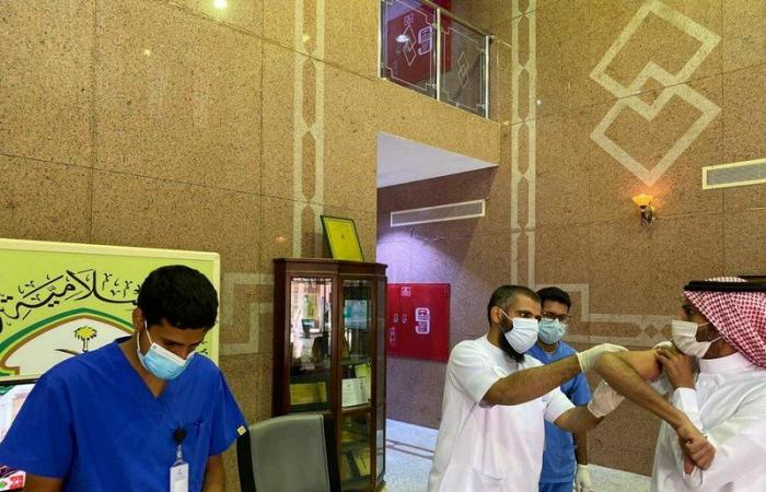 """بالتعاون مع """"الصحة"""".. """"الإسلامية بالمدينة"""" تقيم حملة لتطعيم منسوبيها ضد الإنفلونزا الموسمية"""