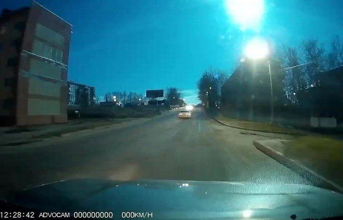 بالفيديو.. لحظة انفجار نيزك في سماء روسيا