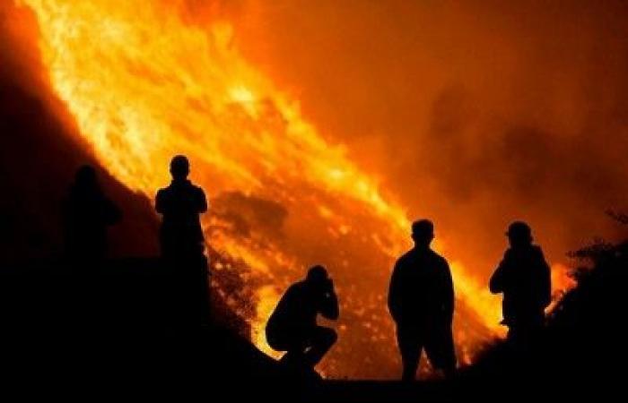 الأسبوع في 6 صور: رجال الدفاع المدني السعودي يخطفون الأضواء.. وزلزال مدمر يضرب تركيا