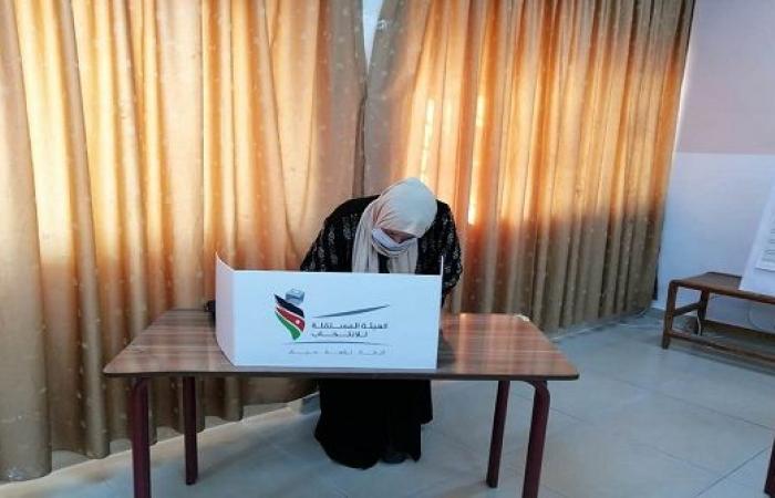 الاردن ... مراكز الاقتراع تفتح أبوابها لانتخاب اعضاء مجلس النواب