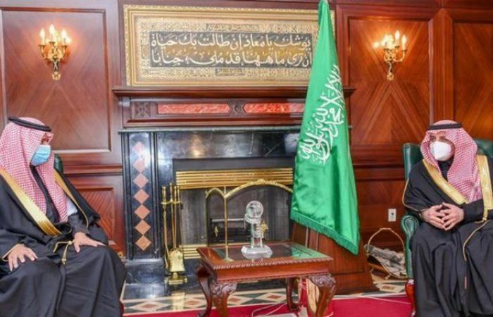 أمير تبوك يستقبل نائب وزير الموارد البشرية والتنمية الاجتماعية