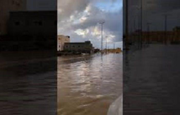 الأمطار تكشف عجز شبكة تصريف المياه في الليث