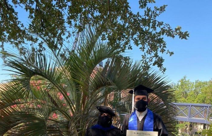 مواطنة وابنها مبتعثان للدراسة بأمريكا يتخرجان من جامعة واحدة