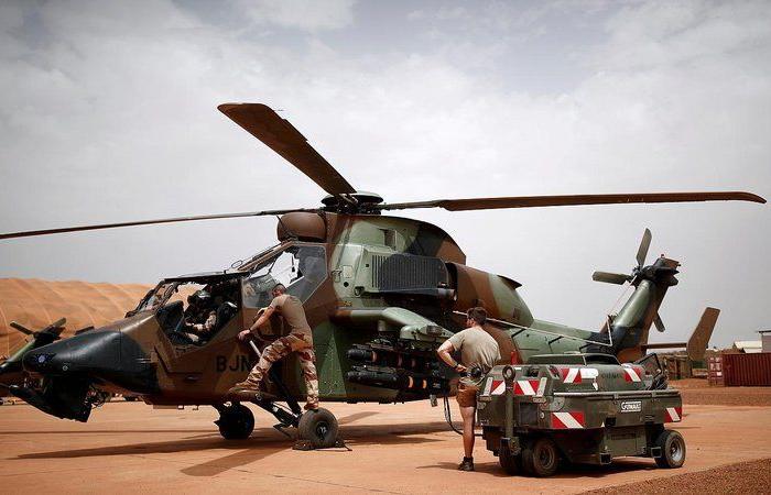 """""""غارات منسقة"""".. مسلحون يقصفون قواعد عسكرية فرنسية في شمال مالي"""